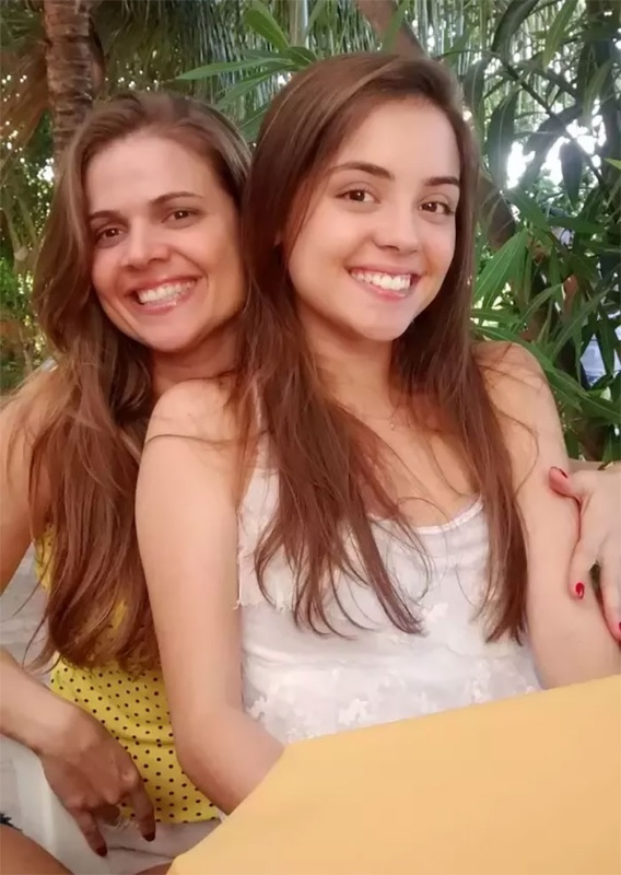 Mother daughter look of the same age