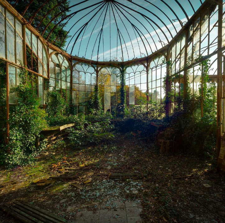 Stunning Pictures Of Abandoned Places From Around The World