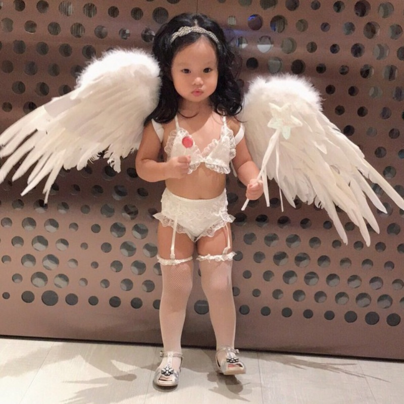 Taiwanese Actress dressed up her daughter